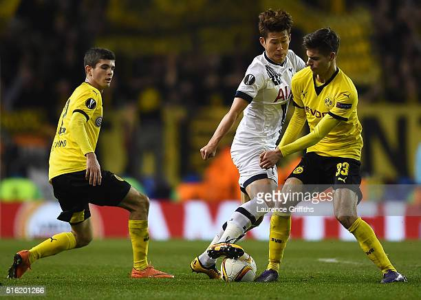 Julian Weigl of Borussia Dortmund and Son Heungmin of Tottenham Hotspur battle for the ball during the UEFA Europa League round of 16 second leg...