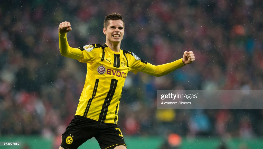Julian Weigl of Borussia Dortmund celebrates after Ousmane Dembele scored the goal to the 2:3 during the DFB Cup Semi Final match between FC Bayern Muenchen and Borussia Dortmund at the Allianz Arena on April 26, 2017 in Munich, Germany.
