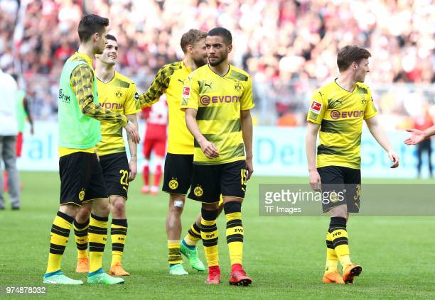 Julian Weigl of Dortmund Christian Pulisic of Dortmund Marcel Schmelzer of Dortmund Jeremy Toljan of Dortmund and Sergio Gomez of Dortmund celebrate...