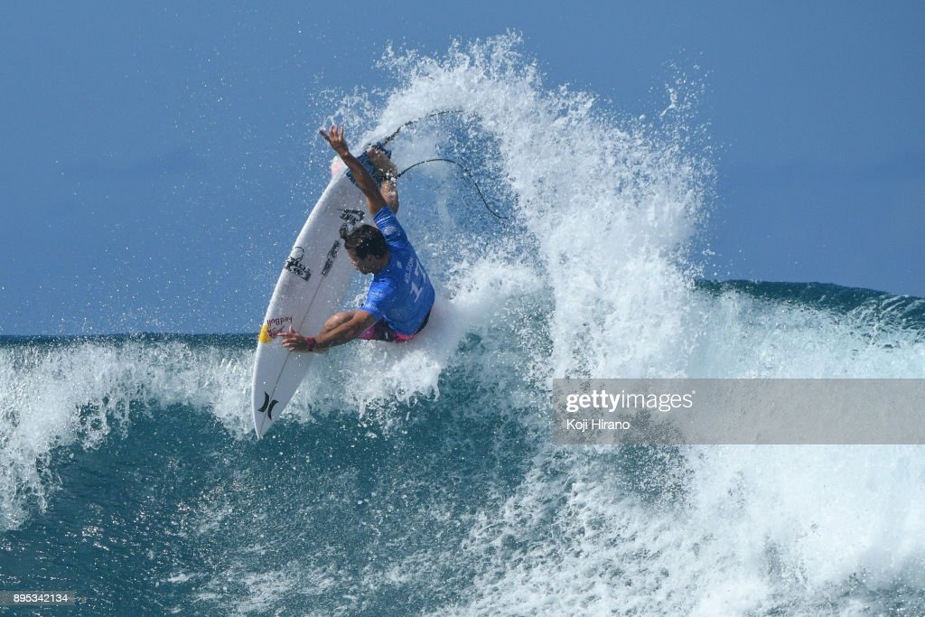 a8f456039953d2 Julian Wilson competes in the 2017 Billabong Pipe Masters on ...