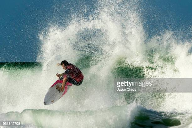 Julian Wilson one of the crowd favourites stormed his way into the Quarter finals at Snapper Rocks Coolangatta for The Quiksilver Pro Gold Coast Stop...