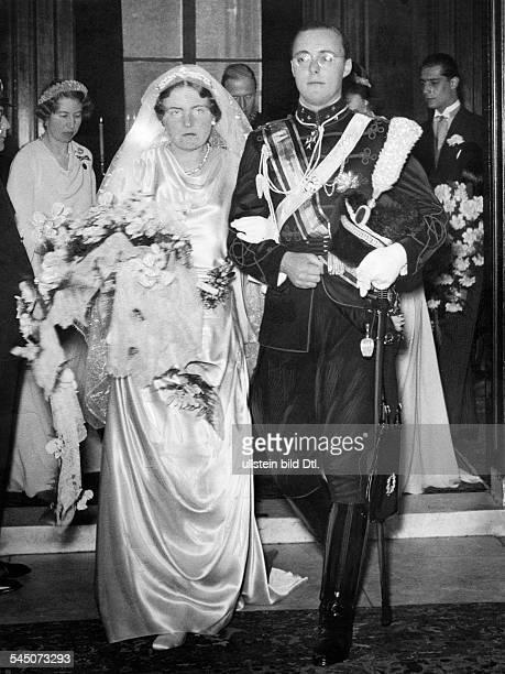 Juliana Fuersten Niederlande*Koenigin der Niederlande Hochzeit der Thronfolgerin Juliana mit Prinz Bernhard zu LippeBiesterfeld das Paar verläßt die...