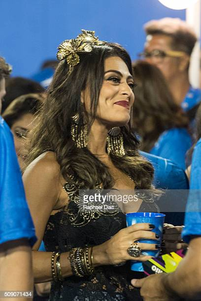 Juliana Paes attends to the Rio Carnival in Sambodromo on February 7 2016 in Rio de Janeiro Brazil Despite the Zika virus epidemic thousands of...