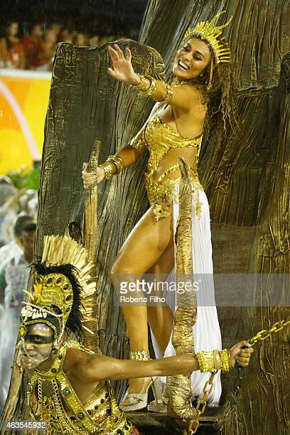 Juliana Paes participates in the parade on the Sambodromo during Rio Carnival on February 15 2015 in Rio de Janeiro Brazil