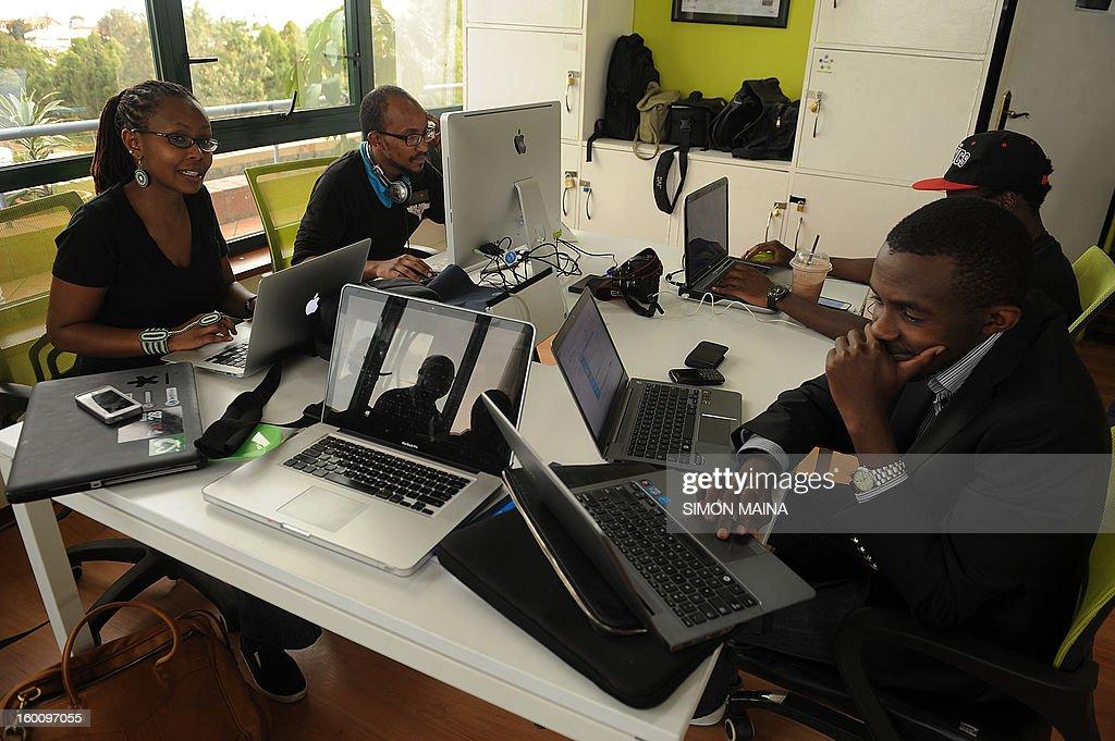 KENYA-VOTE-UNREST-INTERNET : News Photo