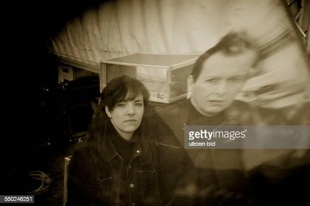 Juliane Richter und Andre Feller während eines Photoshootings im Mauerpark in Berlin