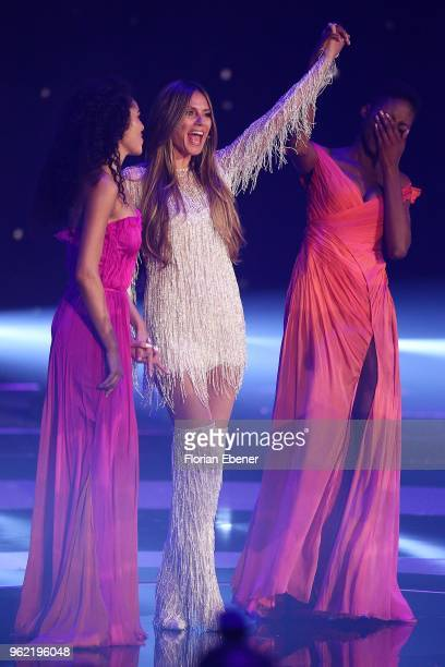 Julianna Townsend Heidi Klum and Oluwatoniloba DreherAdenuga during the Germany's Next Topmodel Finals at ISS Dome on May 24 2018 in Duesseldorf...