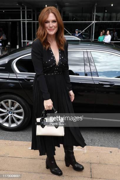 Julianne Moore arrives at the Longchamp SS20 Runway Show on September 07, 2019 in New York City. On September 07, 2019 in New York City.