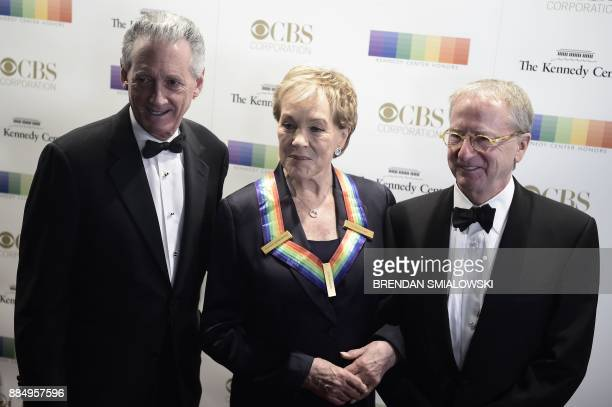 Julie Andrews arrives for the 40th Annual Kennedy Center Honors in Washington DC on December 3 2017 / AFP PHOTO / Brendan SMIALOWSKI