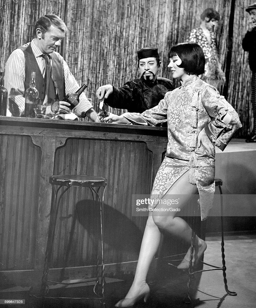 Julie Andrews Order A Drink : News Photo