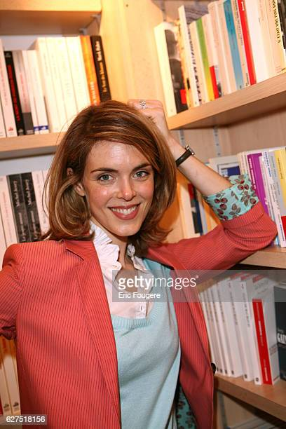 Julie Andrieu at the 2007 Salon du Livre