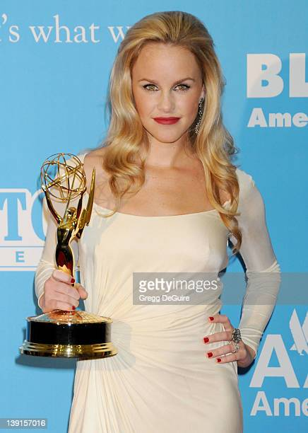 Julie Berman, winner of the Emmy for Outstanding Younger Actress in a Drama Series, poses in the press room at the 36th Annual Daytime Emmy Awards...