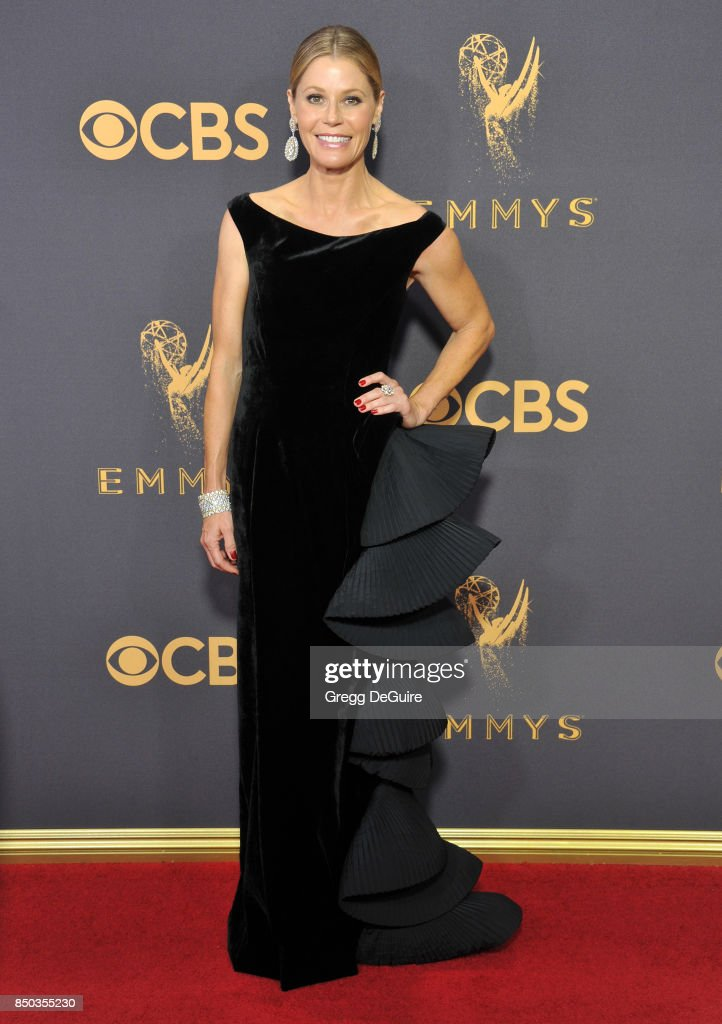 Julie Bowen arrives at the 69th Annual Primetime Emmy Awards at Microsoft Theater on September 17, 2017 in Los Angeles, California.