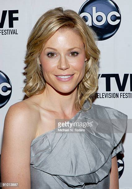 """Julie Bowen attends the 2009 New York Television Festival screenings of """"Modern Family"""" and """"Cougar Town"""" at TheTimesCenter on September 21, 2009 in..."""