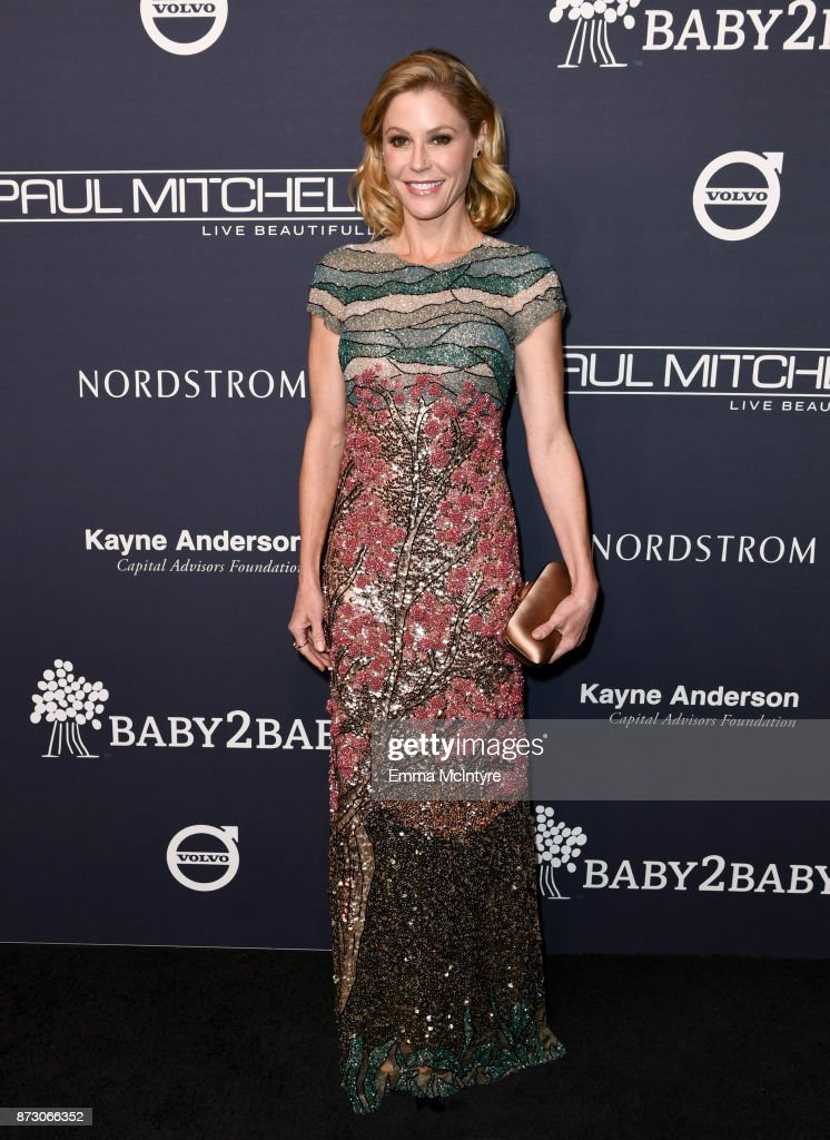 Julie Bowen attends The 2017 Baby2Baby Gala presented by Paul Mitchell on November 11, 2017 in Los Angeles, California.