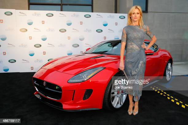 Julie Bowen attends the Los Angeles Modernism Show Sale Opening Night Party to benefit PS Arts Presented by Jaguar Land Rover a proud firstyear...