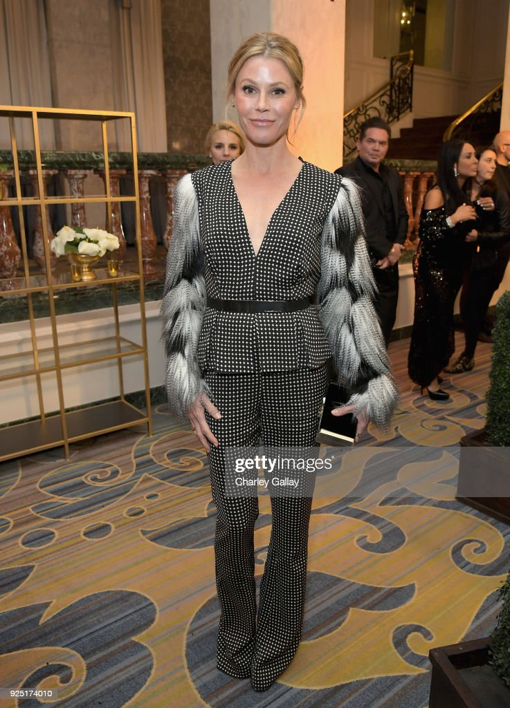 Julie Bowen attends WCRF's 'An Unforgettable Evening' Presented by Saks Fifth Avenue on February 27, 2018 in Beverly Hills, California.