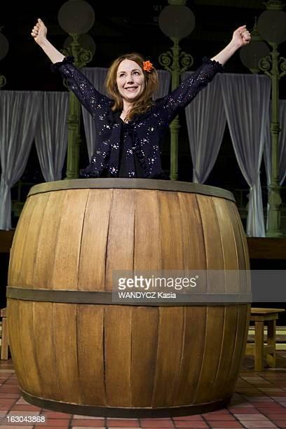 Julie Depardieu Met In The Tales Of Hoffmann Scene Dans une mise en scène moderne et décoiffante Julie DEPARDIEU revisite 'Les contes d'Hoffmann'...