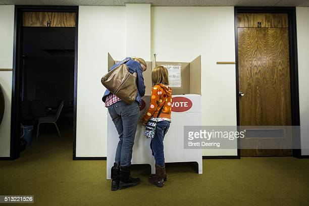 Julie Dickson talks to her daughter Gwen about how to vote at Trinity Baptist Church on Super Tuesday March 1 2016 in Oklahoma City Oklahoma voters...
