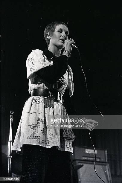Julie Driscoll performs on stage at Essener Songtage in September 1968 in Essen, Germany.