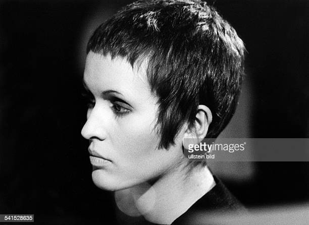 Julie Driscoll*Jazz singer Great Britainportrait during a concert at the Berlin Jazz Festival 1968 in the philharmonic hall Berlin