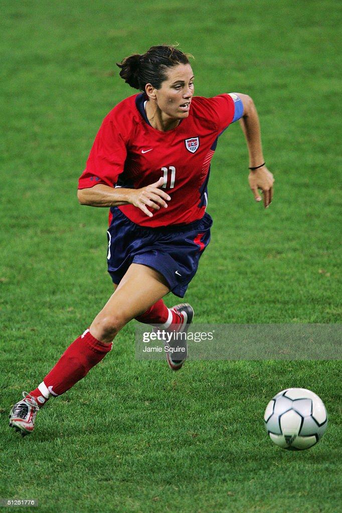 Womens Football Gold Contest USA v BRAZIL : News Photo