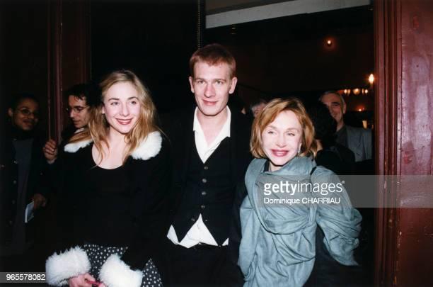 Julie Guillaume et leur mère Elisabeth Depardieu au théâtre en janvier 1999 à Paris France