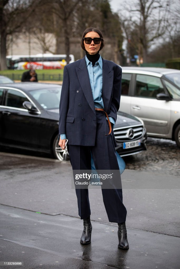 Street Style - Paris Fashion Week Womenswear Fall/Winter 2019/2020 : Day Six : News Photo