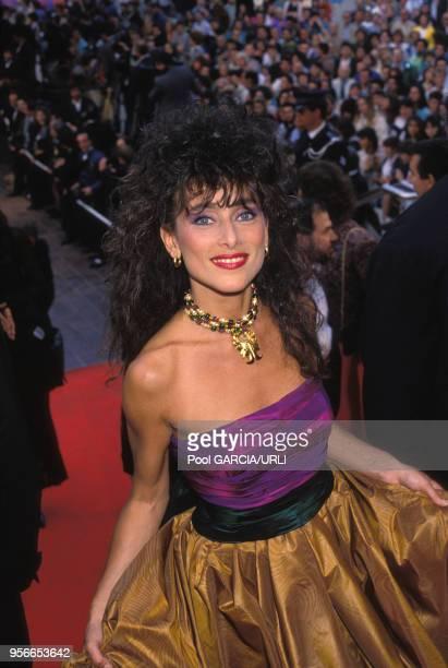 Julie Pietri lors d'une montée des marches lors du Festival de Cannes en mai 1988, France.
