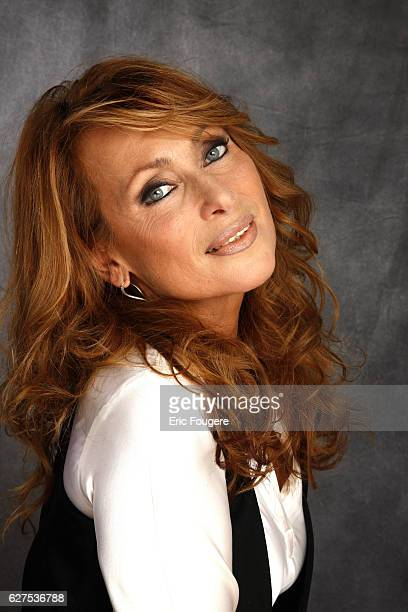 Julie Pietri on the set of TV show Les Grands du Rire