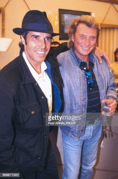 Julien Clerc et Johnny Hallyday au tournoi de tennis de Roland Garros en juin 1995 Paris France
