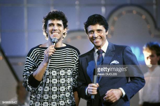 Julien Clerc à l'émission 'La belle vie' avec Sacha Distel le 12 avril 1985 Paris France