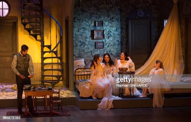 Julien Frison lors de l'interprétation de L'Hôtel du LibreÉchange de Georges Feydeau par la troupe de la ComédieFrançaise à la salle Richelieu le 18...