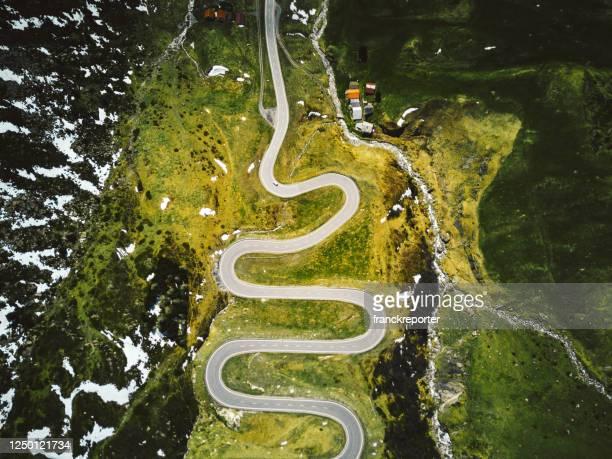 julier pass in switzerland - journey stock-fotos und bilder