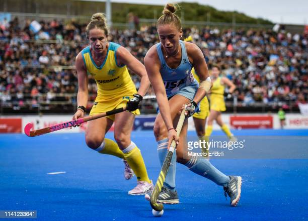 Julieta Jankunas of Argentina competes for the ball with Jane Claxton of Australia during the Women's FIH Field Hockey Pro League match between...