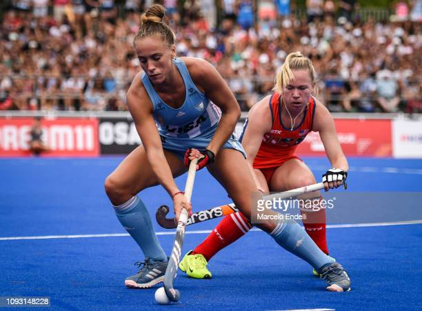 Julieta Jankunas of Argentina competes for the ball with Nicole Woods of United States during the Women's FIH Field Hockey Pro League match between...