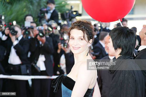 Juliette Binoche arrives at the premiere of 'Zodiac' during the 60th Cannes Film Festival