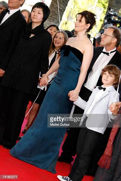 Juliette Binoche arrives at the screening of David Fincher's movie ''Zodiac'' on May 17 2007 in Cannes France
