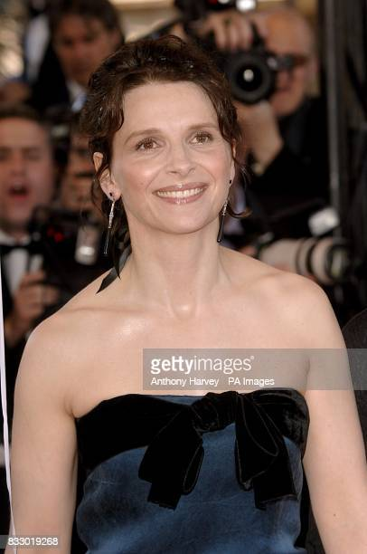 Juliette Binoche arrives for the premiere of Zodiac at the Palais De Festival Picture date Thursday 17 May 2007 Photo credit should read Anthony...