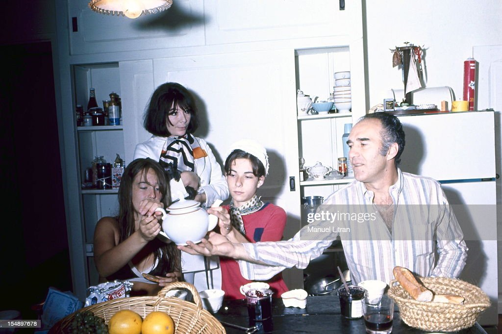Rendezvous With Juliette Greco And Michel Piccoli With Family : Nachrichtenfoto