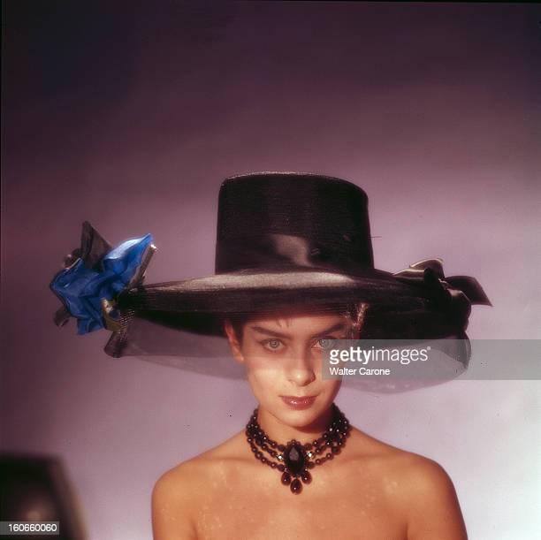 Juliette Mayniel Poses In Studio. France- Portrait studio de Juliette MAYNIEL, actrice française, épaules nues, collier de perles noir en triple tour...