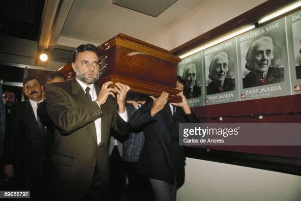 Julio Anguita carrying the coffin of Dolores Ibarruri `La Pasionaria`