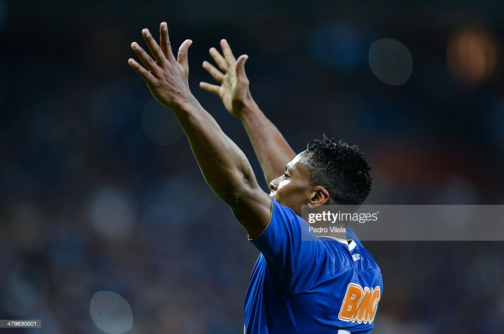 Julio Baptista of Cruzeiro celebrates during the match between Cruzeiro v Defensor for the Copa Briedgestone Libertadores 2014 at Mineirao stadium on march 20, 2014 in Belo Horizonte, Brazil.