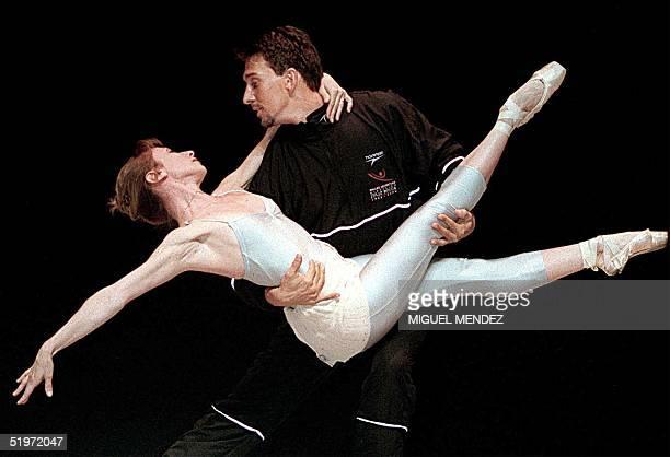Julio Bocca and Eleonora Cassano dance in Buenos Aires 17 November 2000 Julio Bocca y Eleonora Cassano interpretan Piazzolla Tango Vivo en el...