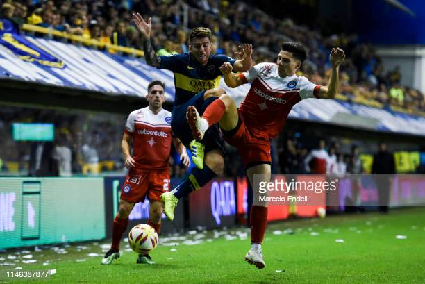 Julio Buffarini of Boca Juniors fights for the ball with Francis Mac Allister of Argentinos Juniors during a second leg semifinal match between Boca...