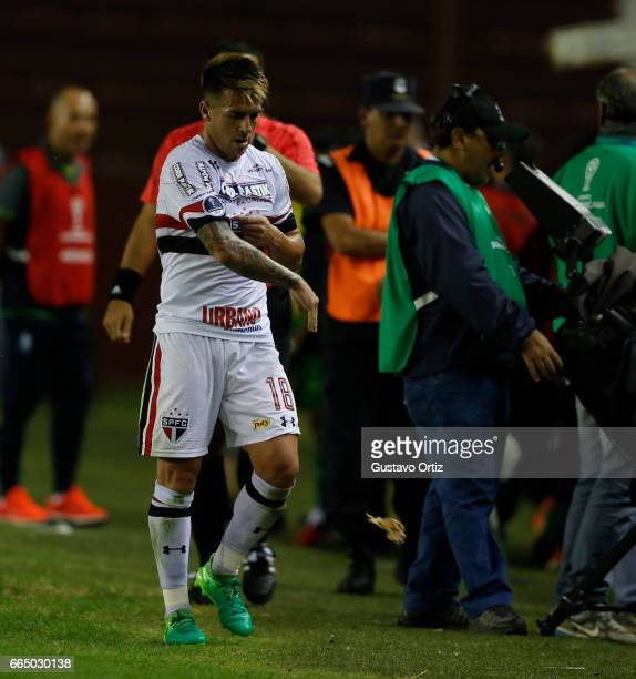 Julio Buffarini of Sao Paulo leaves the field after being expelled during a first leg match between Defensa y Justicia and Sao Paulo as part of of...