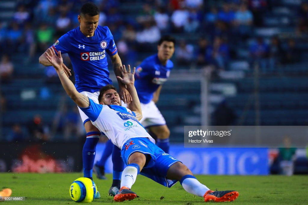 Julio Cesar Dominguez of Cruz Azul struggles for the ball with Alejandro Chumacero of Puebla during the 8th round match between Cruz Azul and Puebla as part of the Torneo Clausura 2018 Liga MX at Azul Stadium on February 17, 2018 in Mexico City, Mexico.