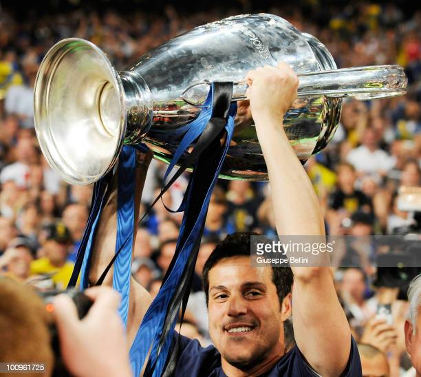 Julio Cesar of Inter Milan celebrates after defeating FC Bayern Muenchen at the UEFA Champions League Final match between FC Bayern Muenchen and...