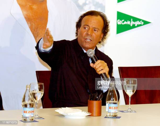 Julio Iglesias during Julio Iglesias Signs his New Album 'Divorcio' in Madrid at El Corte Ingles in Madrid Spain