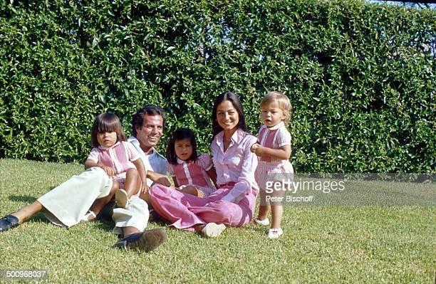 Julio Iglesias, Ehefrau Isabel, mit den Söhnen Enrique Miguel , Julio José , und Tochter Marie Isabel Junior,, Torremolinos, Costa del Sol/Spanien,...